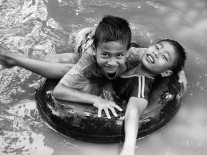 banjir, dunia anak (SuaraJakarta.com/Dudi)