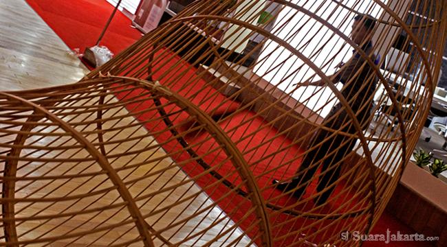 050912 05 Produk Interior pada Hall A JCC Terbuat dari Bambu