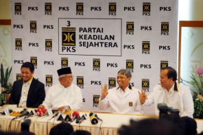 Konferensi pers pergantian presiden PKS (Foto: Kahiruddin Safri)