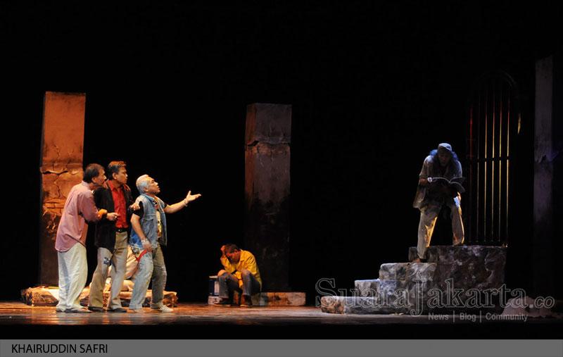 """Gladi Resik Pementasan teater """"Penghuni Kapal Selam"""""""