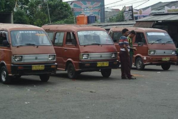 Akun Twitter @naikumum: Sopir Angkot Digaji Hanya Buat Malas