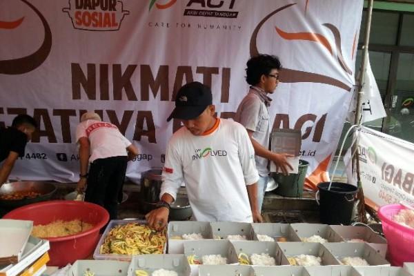 Dapur Sosial ACT Terus Produksi Bantuan Pangan Korban Banjir