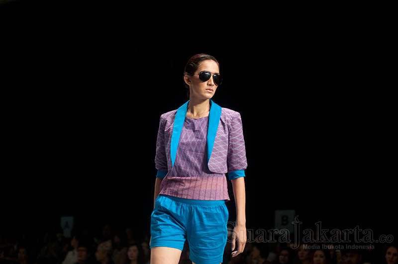 Colorful Banyuwangi Karya Priscilla Saputro Meriahkan IFW 2015