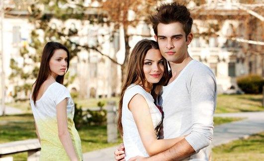 Ini Tiga Alasan Kenapa Kita Tidak Perlu Iri dengan Hubungan Romantis Orang Lain