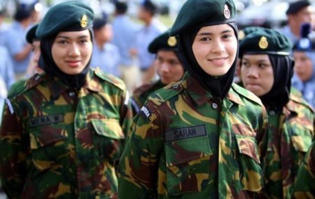 Fahira Yakin, TNI Berjilbab Hanya Masalah Waktu