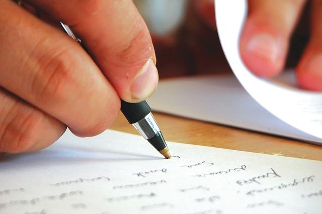 Nikmatnya Menulis