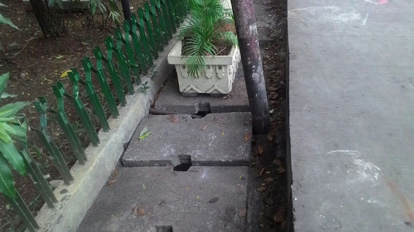 Pemprov DKI Sekadarnya Saja Membersihkan Saluran Air di Kemayoran