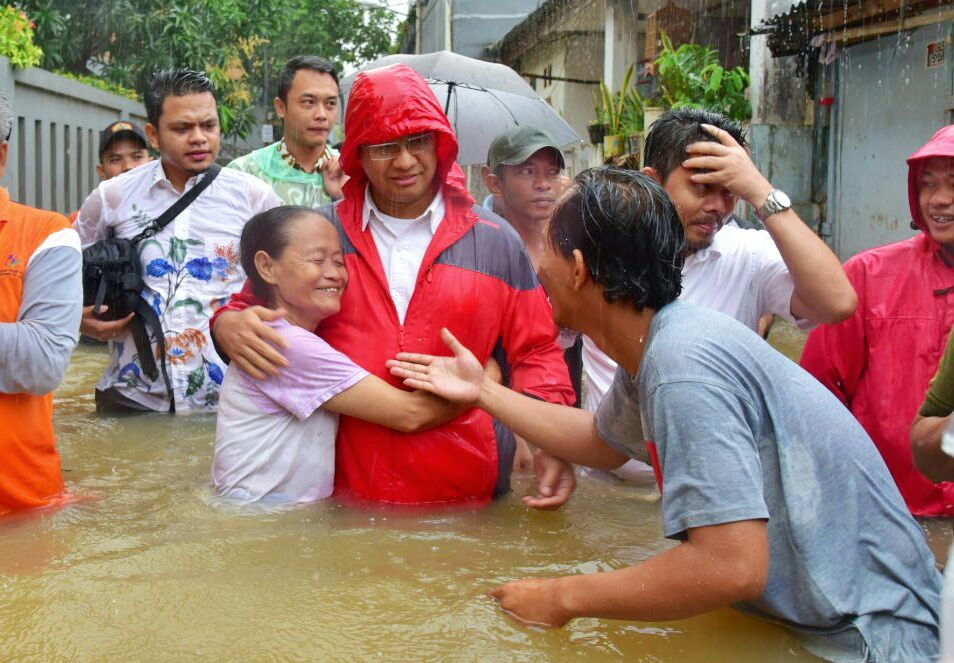 Gubernur Anies Tulis Surat untuk Para Petugas dan Relawan Bencana, Apa Isinya