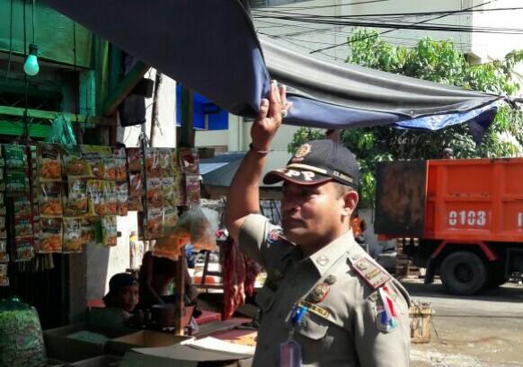 Puluhan PKL Ditertibkan Petugas, Pedagang Pasrah