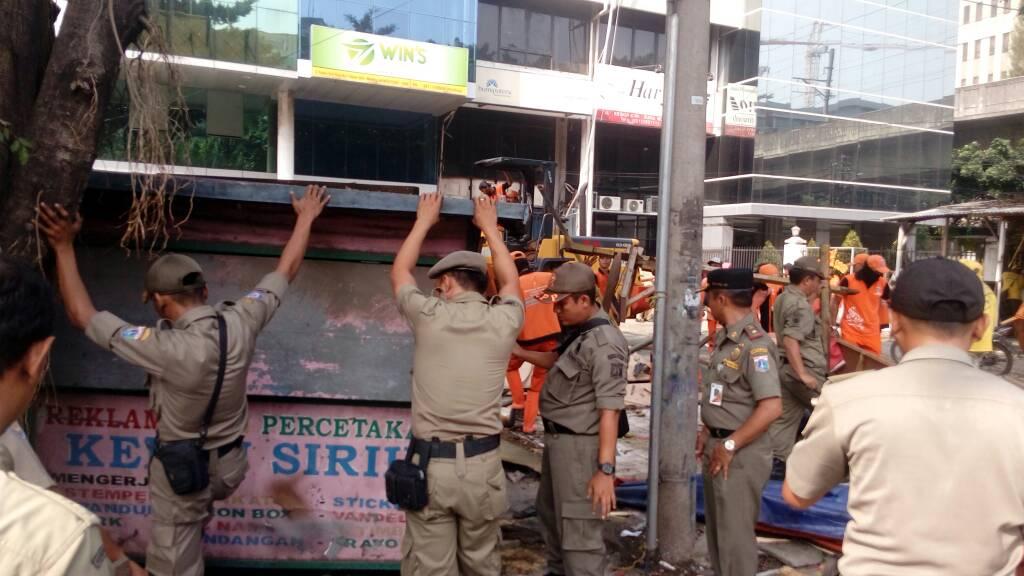 Pembongkaran Bangunan Liar dan PKL, Jangan Tebang Pilih
