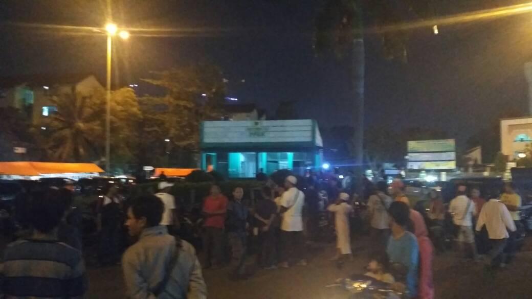 Puluhan PKL dan Parkir Kuasai 4 Jalur Akses Masjid Akbar