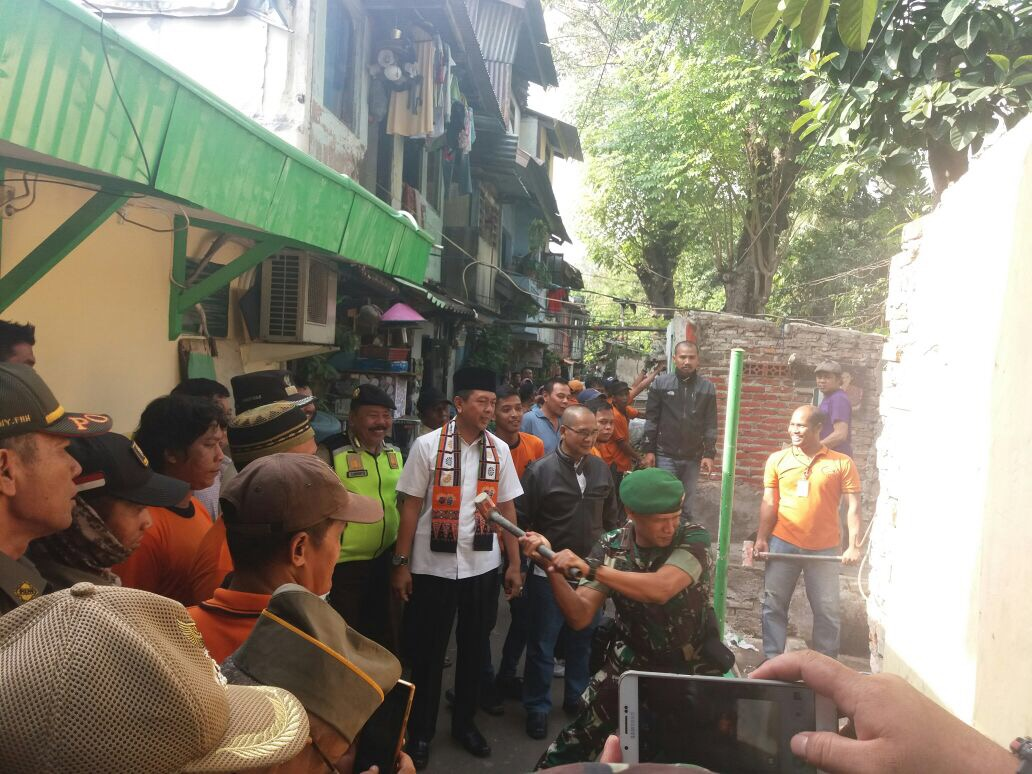 32 Bangunan Di Pinggir Kali Kroncong Dibongkar, Tidak Ada Ganti Rugi