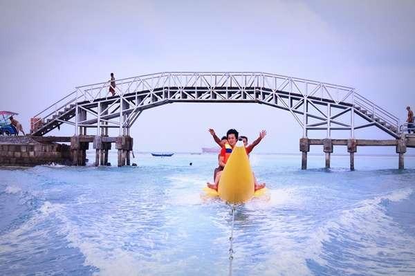5 Foto Terbaik Wisatawan Saat Berada di Jembatan Cinta Pulau Tidung, Jadi Mupeeeeng