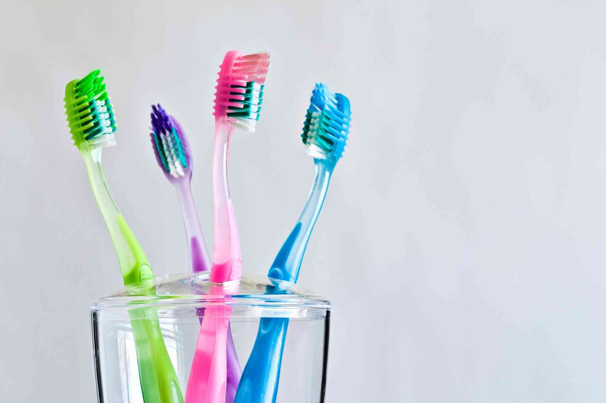 Sikat Gigi Rutin Tapi Tetap Bau Mulut? Kenali Masalahnya!