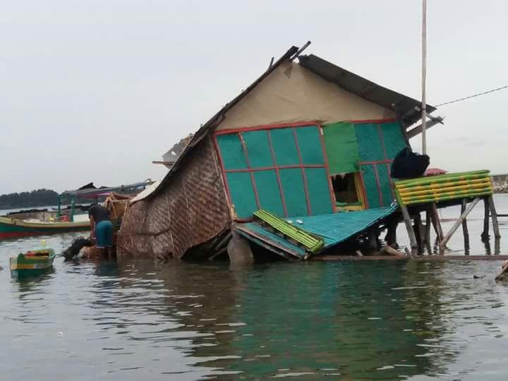 Puting Beliung Terjang Pulau Kelapa Dua, Satu Rumah Ngambang di Laut