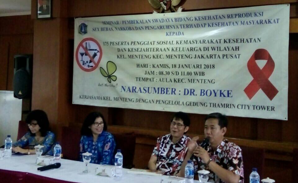 Warga Menteng Ikuti Seminar Tentang Seks Bebas dan Penyalahgunaan Narkoba Dari Boyke