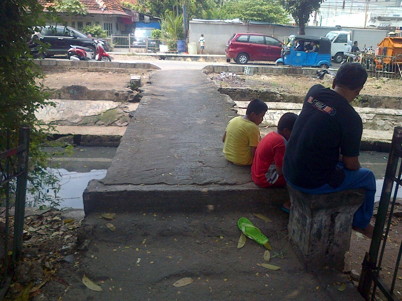 Sering Digunakan Untuk Lintasan Tawuran, Jembatan Penyebrangan Orang di Kalibaru Minta Dirobohkan