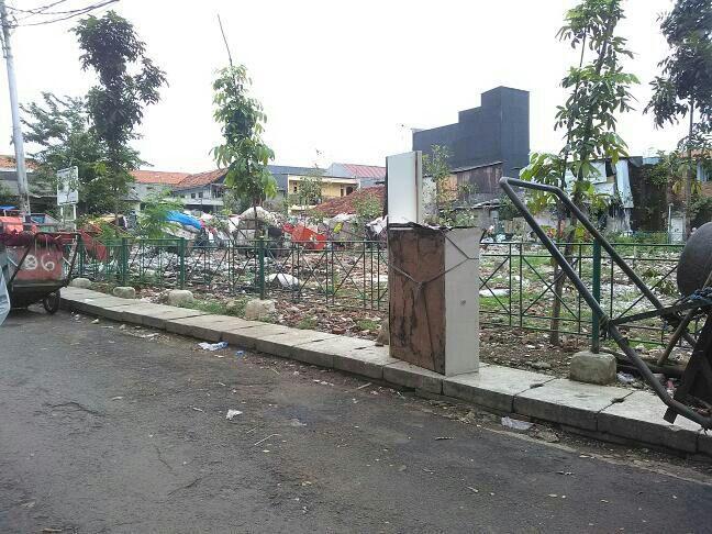 1.400 Meter Lahan Milik Dinas Kehutanan di Jalan Lingkar Sukasari Gak Diurus