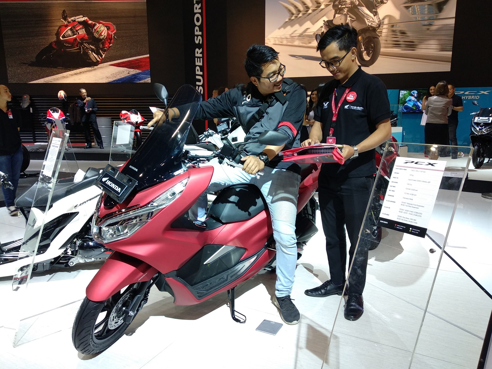 Keren Banget! Honda PCX dan Vario Jadi Motor Terlaris Honda diajang IMOS 2018