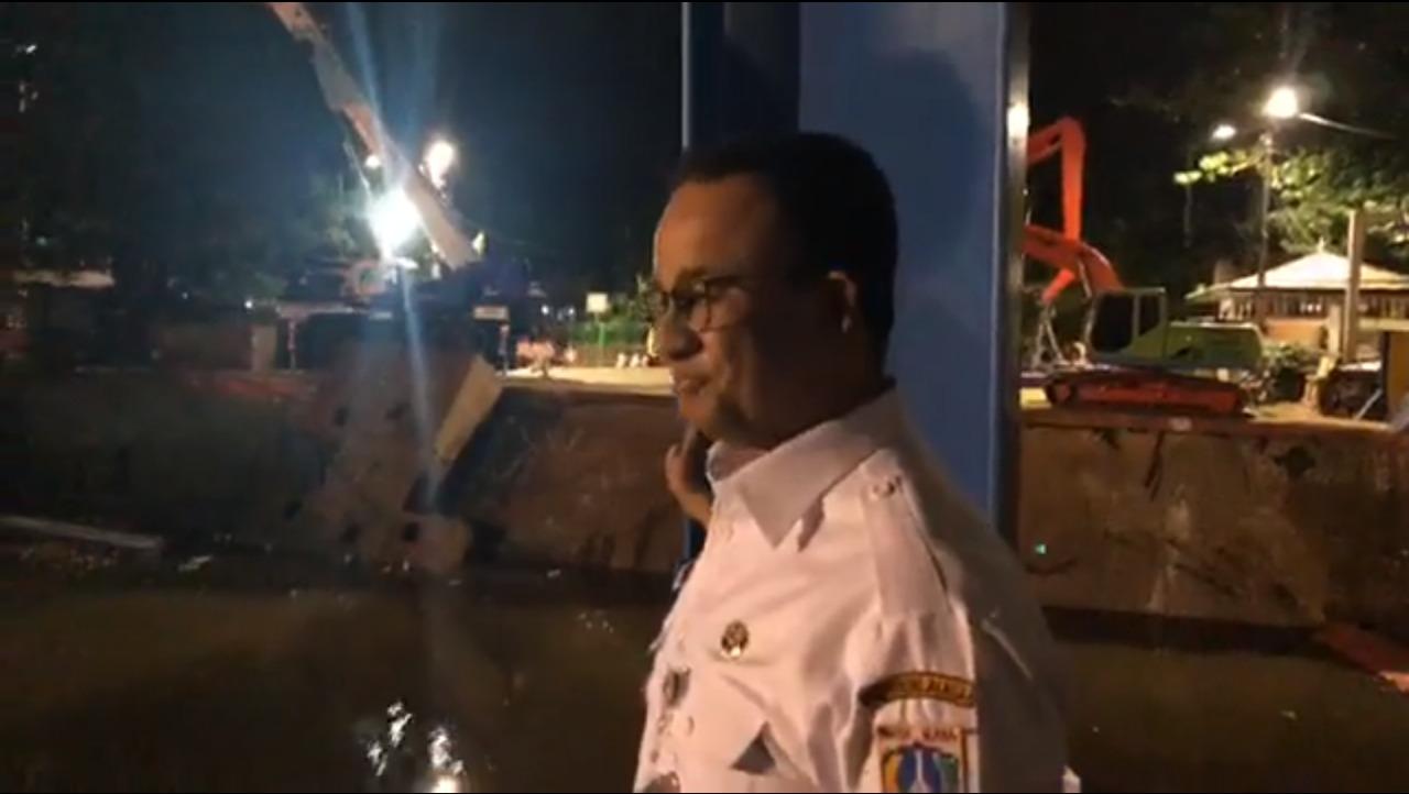 Pintu Air Manggarai Tidak Ada Sampah, Gubernur Anies Apresiasi Kerja Dinas LH