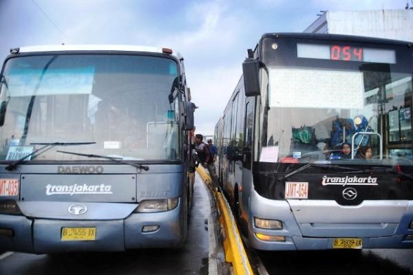 Dua Tahun Berlangsung, Pengadaan Bus Tranjakarta Belum Rampung