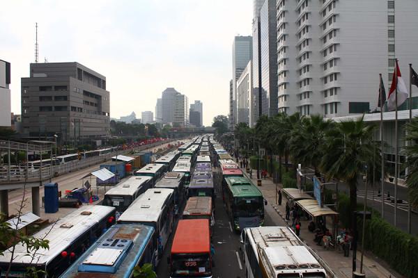 May Day, Jalan MH Tamrin Penuh Dengan Bus Buruh