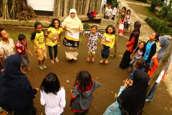 Hilangkan Trauma Pasca Longsor Banjarnegara, Relawan Gelar Trauma Healing