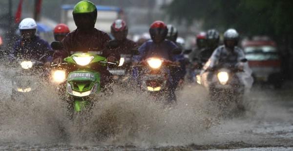 Prakiraan Cuaca Esok Hari, Jakarta Berawan Sampai Hujan Ringan