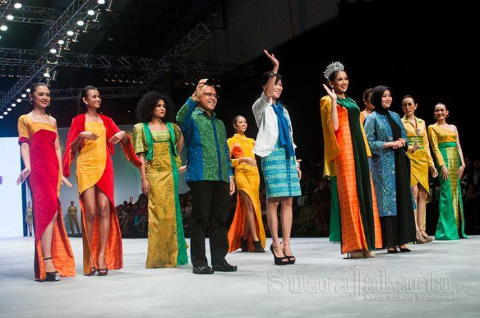 suara-jakarta-indonesia-fashion-week-2015-peragaan-busana-banyuwangi