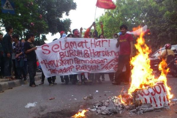 Peringati Hari Buruh dan Hardiknas Mahasiswa IISIP Tegur Jokowi