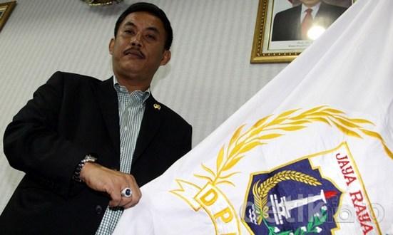 Pertanyakan KTP, Ketua DPRD DKI Sarankan Kipem