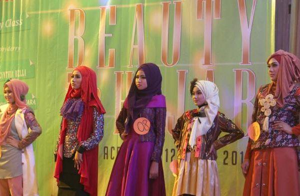 """Mengenal Yasmin Yatari """"Miss Beauty in Hijab 2015"""""""