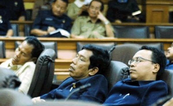 Ahok Bela Anak Buahnya yang Suka Tidur dalam Pertemuan Resmi