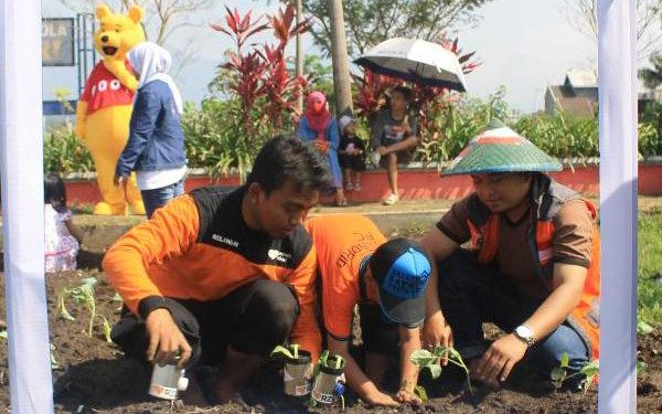 Peringati Hari Lingkungan Sedunia, RZ Gelar Gerakan Sejuta Tanaman di 27 Kota
