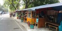Petugas Trantib Bongkar-Bongkar Lapak PKL di Kelurahan Cempaka Putih Timur Jakpus