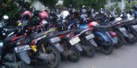 Parkir Motor Ilegal di Trotoar Jalan Juanda Resahkan Pedestrian