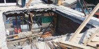 Petugas Penataan Kecamatan Kemayoran Bongkar Bangunan Tanpa IMB