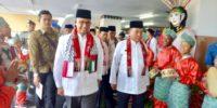 Kala Anies Padukan Pakaian Betawi Sadariah dan Sorban Indonesia-Palestina di Hari Jumat